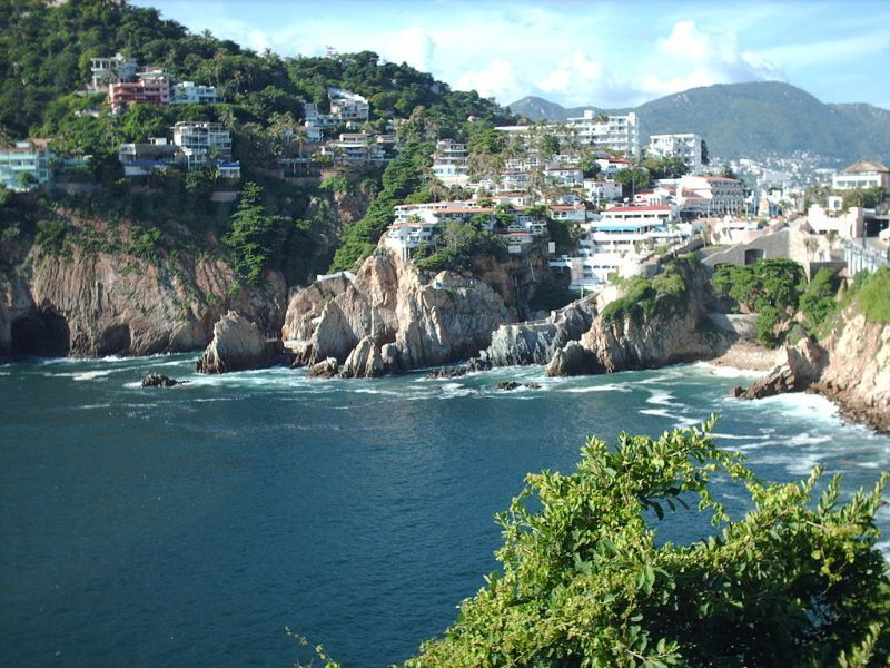 1024px-La_Quebrada_from_Sinfonia_del_Mar_in_Acapulco,_Mexico