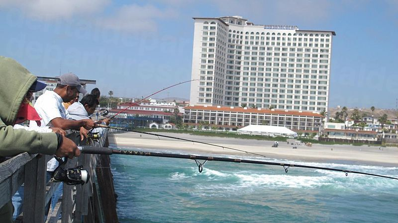800px-Rosarito_Beach_Hotel_and_Pier