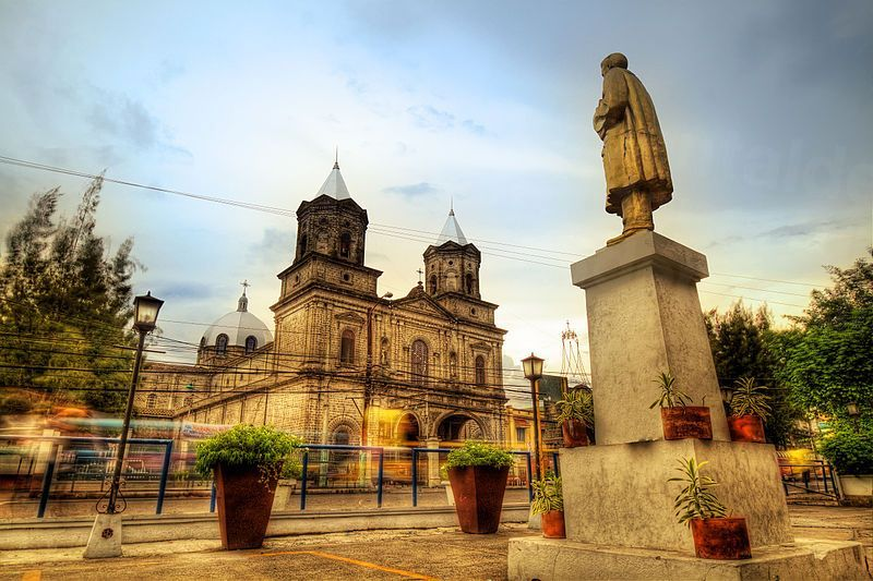 800px-Holy_Rosary_Cathedral_Angeles_City,_Pampanga