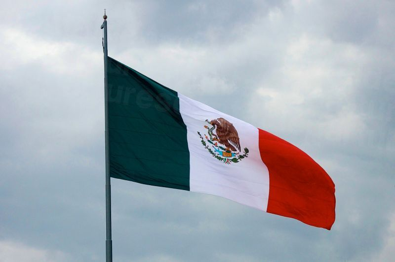 dd_201708220506_giant-mexican-flag-waves.jpg