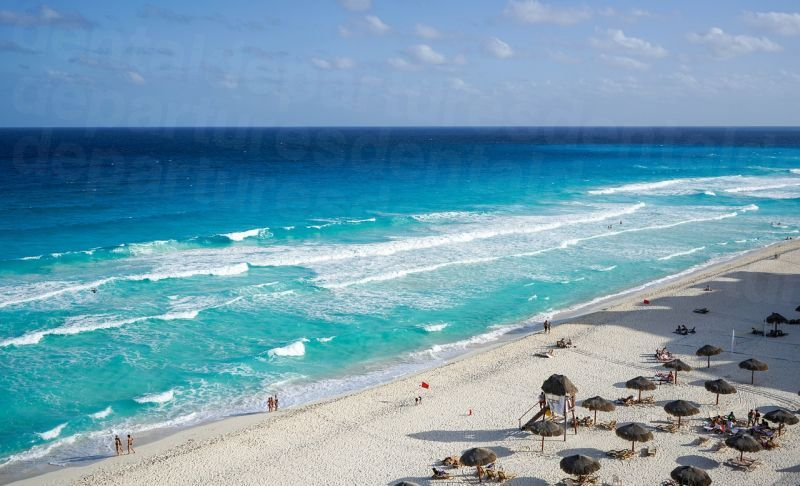 dd_201709282040_cancun_beach.jpg