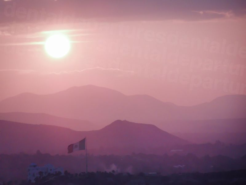 dd_201711211812_mexico_flag_mountains.jpg