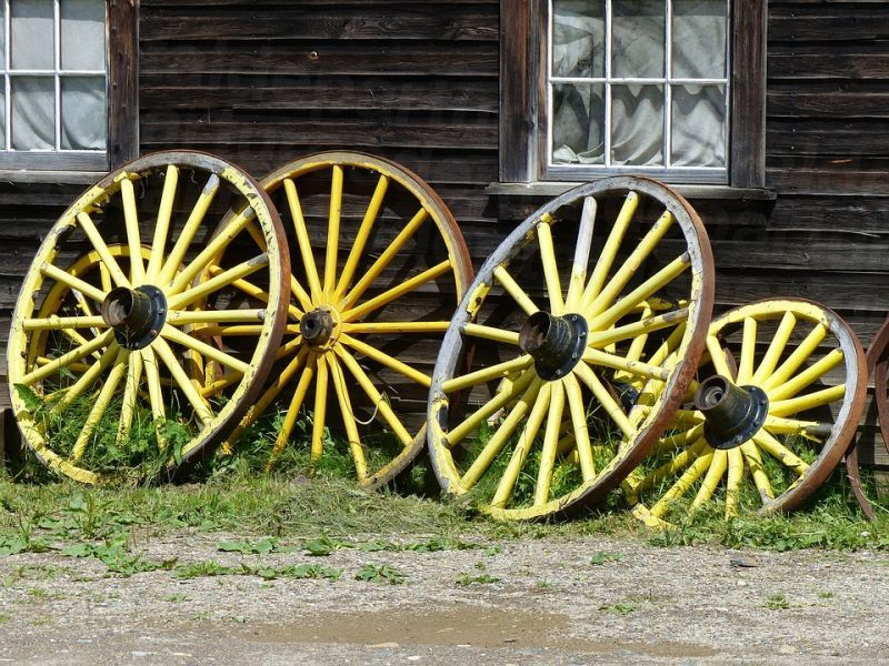 dd_201912021846_wagon-wheels-2876555_960_720.jpg