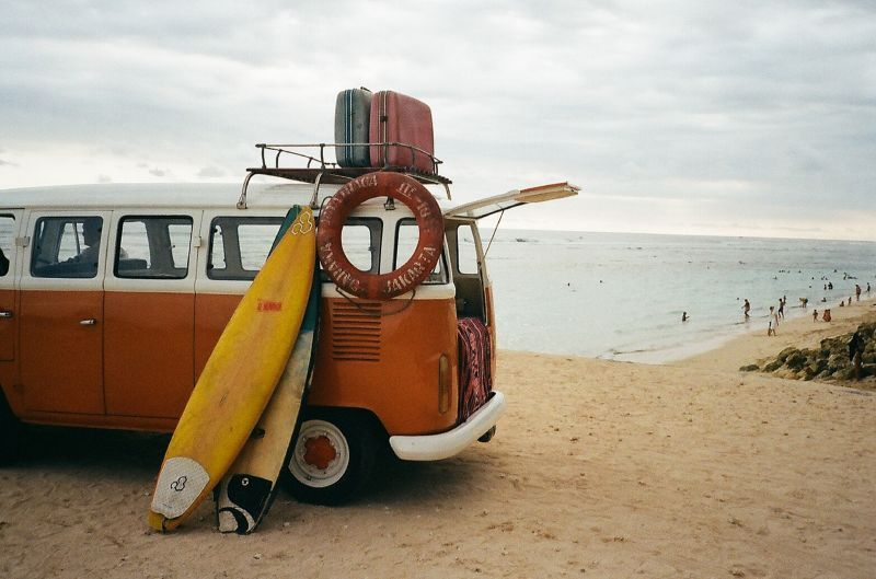 md_201912040455_surfboards-leaning-on-van-3173782.jpg